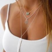 Stilvolle elegante Halskette - 3-Layer Look - mit Blatt-, Feder- und Zierperlenanhänger