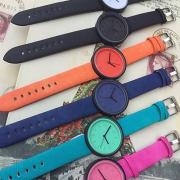 Modern Süßigkeitfarben  Segeltuch-Armband Vorwahlknopf Quarzuhr