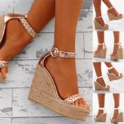 Moderne Schuhe mit Keilabsätzen und Offenen Zehen