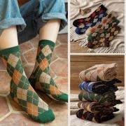 Karierte Socken im Retrostil