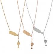 Stylische Halskette mit Weinflasche- und Weinglas-Anhängern