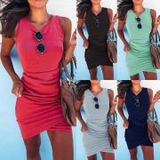 Modernes Einfarbiges Kleid mit Unregelmäßigem Saum und Schlanker Passform