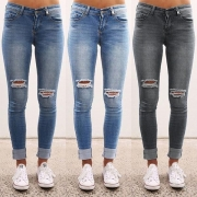 Slim Fit Jeans mit Destroyed-Details
