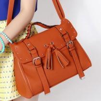Handtasche und Umhängetasche vom europäischen Stil mit Nieten und Fransen