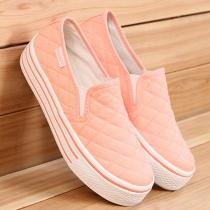 Lässige Leinwand-Müßiggänger-Schuhe von reiner Farbe mit klobiger Sohle