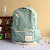 Rucksack aus Segeltuch von Kontrastfarbe mit Polka-Punkt und Schmetterlingsknoten