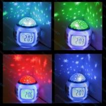 Sternennacht Projektor und Klang-Shooter. Mit 6 Schlafliedern und 4 Naturgeräusche. Großer LCD-Wecker