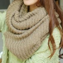 Neuester gestrickter Schal mit reiner Farbe