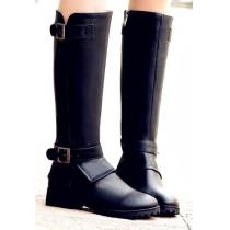 Coole hohe Stiefeln vom Punksstil von reiner Farbe mit Gürtelschnalle