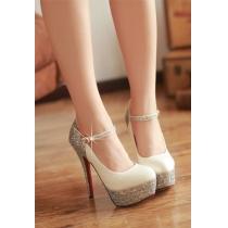 Elegante und reizvolle hochhackige Schuhe mit Paillette