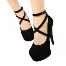 Süße und reine Schuhe mit hohen Absätzen vom europäischen Stil mit überkreuzten Riemen