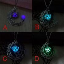 Halskette mit Halbmond-Anhänger und herzförmigem leuchtendem Anhänger