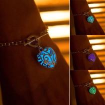 Stilvolle beleuchtende Armband mit herzförmigem Anhänger
