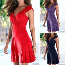 Sexy stilvolle Kleid mit tiefen V-Ausschnitts auf Vorder- und Rückseite
