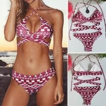 Sexy stilvolle Triangel-Bikini in Wickeloptik, mit geometrischn Muster