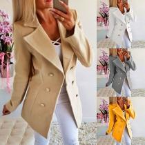 Modische Jacke, Kurzmantel mit zweireihigen Zier-Knopfleiste