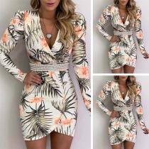 Sexy stilvolle elegante Cockteilkleid mit tiefem V-Ausschnitt und Allover-Print