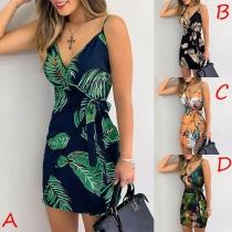 Sexy Kleid mit Freiem Rücken Schlanke Passform Kleid V-Ausschnitt und Schickem Muster