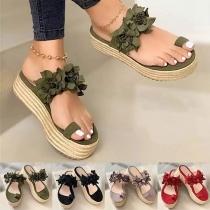 Schöne Sandalen mit 3D Blumen und Dicken Sohlen