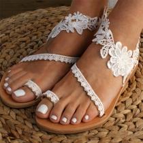 Moderne Sandalen mit Flachen Absätzen und Spitzenblumen