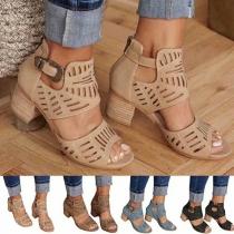 Moderne Schuhe mit Dicken Absätzen und Peeptoes