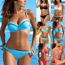 Sexy Bikini-Set mit Niedriger Taille und Kontrastierenden Farben