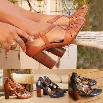 Moderne Schuhe mit Dicken Hohen Absätzen