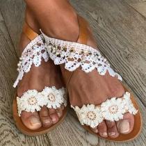 Moderne Sandalen mit Flachen Absätzen Offenen Zehen und Spitzendesign