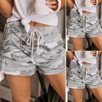 Moderne Shorts mit Taille mit Kordelzug und Tarnmuster