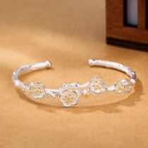 Modisches Silberfarbenes Armband mit Pflaumenblütendesign