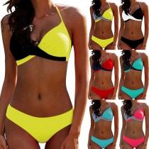 Sexy Bikini-Set mit Kontrastierenden Farben Halsträger und Niedriger Taille