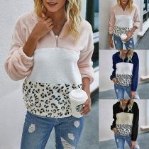 Moderner Kapuzenpullover aus Plüsch mit Kontrastierenden Farben und Leopardenmuster