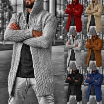 Einfache Strickjacke für Herren mit Volltonfarbe und Kapuze