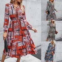 Modernes Kleid mit Kontrastierende Farben Schickem Muster Langen Ärmeln und V-Ausschnitt