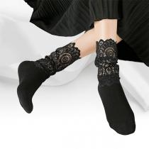 Moderne Lockere Socken mit Volltonfarbe und Spitzendesign