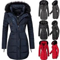 Moderner Gepolsterter Mantel in Volltonfarbe mit Langen Ärmeln und Kapuze mit Kunstpelz