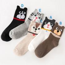 Niedliche Socken mit Cartoon-Katzen-Motiv