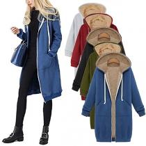 Moderne Jacke in Volltonfarbe mit Langen Ärmeln Plüschfutter und Kapuze