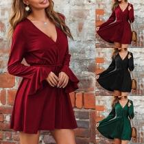 Sexy Kleid mit V-Ausschnitt Trompetenärmel Hoher Taille und Volltonfarbe