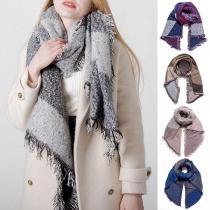Moderner Schal in Kontrastierenden Farben mit Fransen