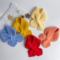Einfacher Strickschal für Kinder in Volltonfarbe