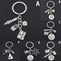 Modernes Silbernes Schlüsselbund für Lehrer mit Verschiedenen Anhängern