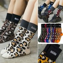 Moderne Socken mit Kontrastierenden Farben und Leopardenmuster