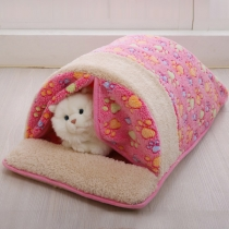 Moderner Schlafsack für Haustiere aus Plüsch mit Kontrastierenden Farbeen und Schickem Muster