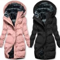 Moderne Gepolsterte Jacke in Volltonfarbe mit Langen Ärmeln Kapuze und Schlanker Passform