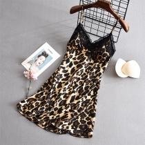Sexy Nachthemd mit Freiem Rücken V-Ausschnitt Spitzendesign und Leopardenmuster