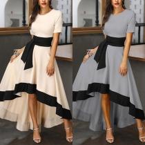 Elegantes Kleid mit Kurzen Ärmeln Rundhalsausschnitt Hoher Taille Unregelmäßigem Saum und Kontrastierenden Farben