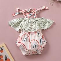 Niedlicher Strampelanzug für Ihr Baby mit Trägern Freiem Rücken Rüschen und Schickem Muster