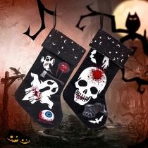Dekorative Socken im Retrostil mit Totenkopfmotiv für Halloween