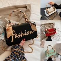 Moderne Handtasche aus Kunstleder mit dem gestickten Word